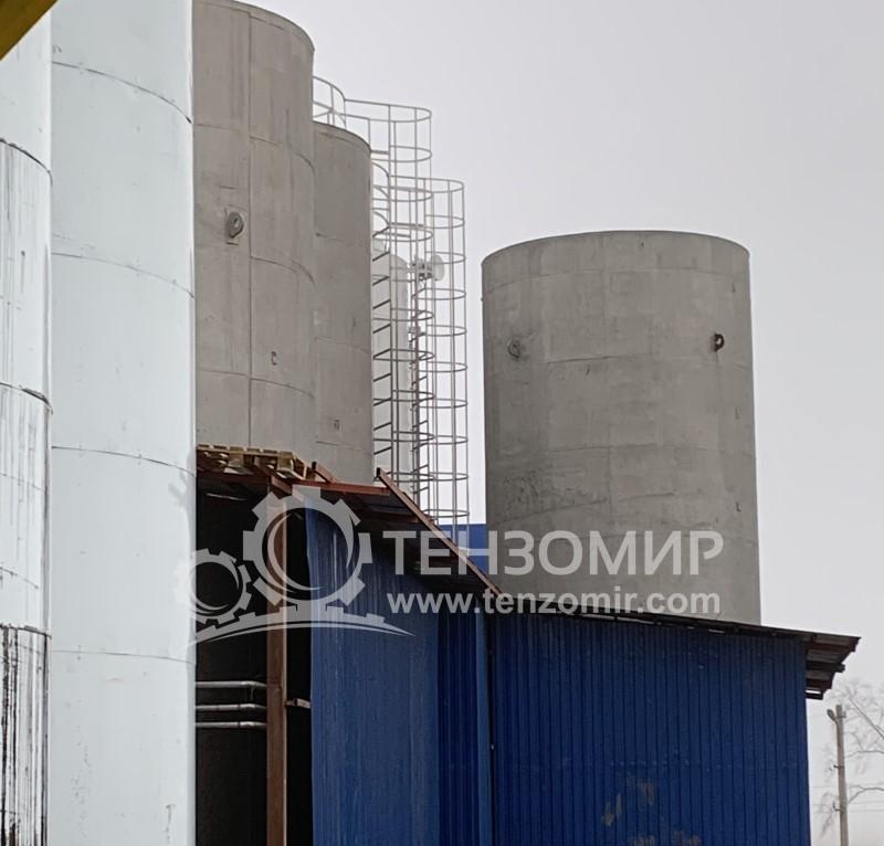 Система контролю рівня наповнення і дотримання температурного режиму зберігання молока в трьох танках по 50 м3